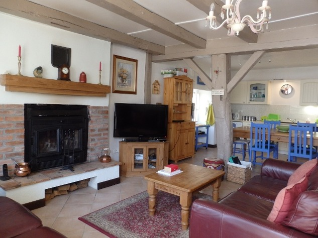 Simply Stunning 3 Bedroom Cottage with Bread Oven, Outbuildings, Garden & Garage 10391