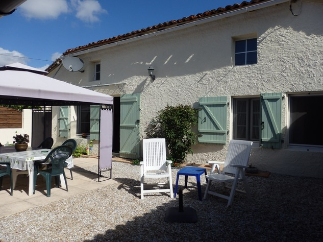 Simply Stunning 3 Bedroom Cottage with Bread Oven, Outbuildings, Garden & Garage 10392