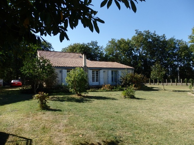 Excellent 3 Bedroom Former Railway Cottage with Atelier and Attached Gardens 10660