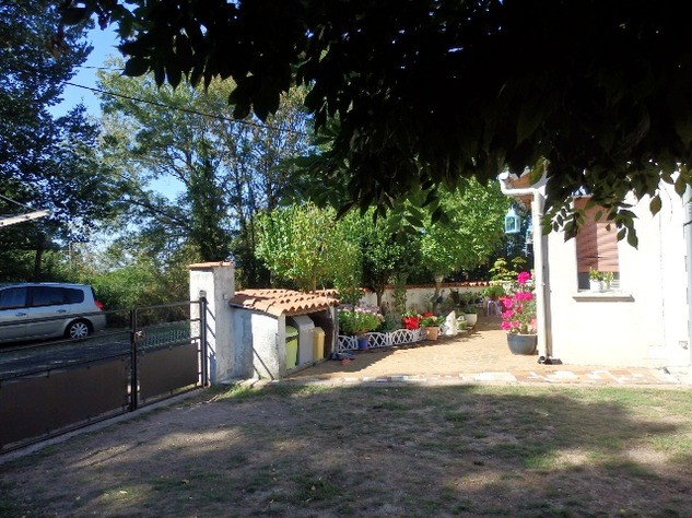 Excellent 3 Bedroom Former Railway Cottage with Atelier and Attached Gardens 10678