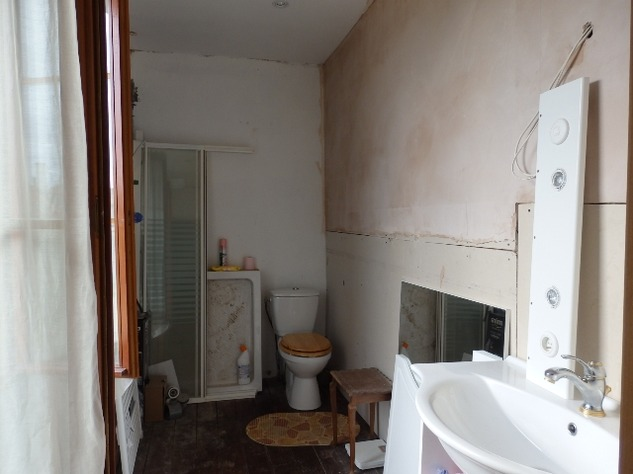 3 Bed House, Partially Renovated with Attached Garden in Popular Village. 10845
