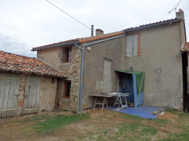 3 Bed House, Partially Renovated with Attached Garden in Popular Village. 10849