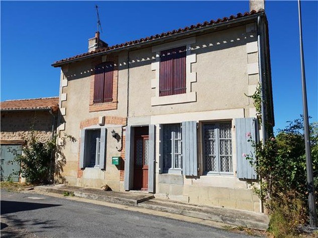 3 Bed House, Partially Renovated with Attached Garden in Popular Village. 10852