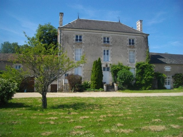 15 Bedroom Complex with Maison de Maitre, 2 Gîtes, 2 Barns, 2 Swimming Pools - 7.2 Hectares 11025