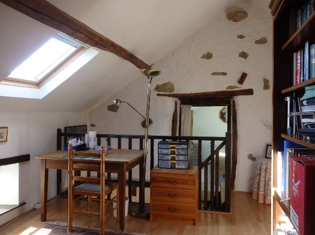 Well Renovated House in a Pleasant Hamlet – Barn/Workshop/Swimming Pool. 11400