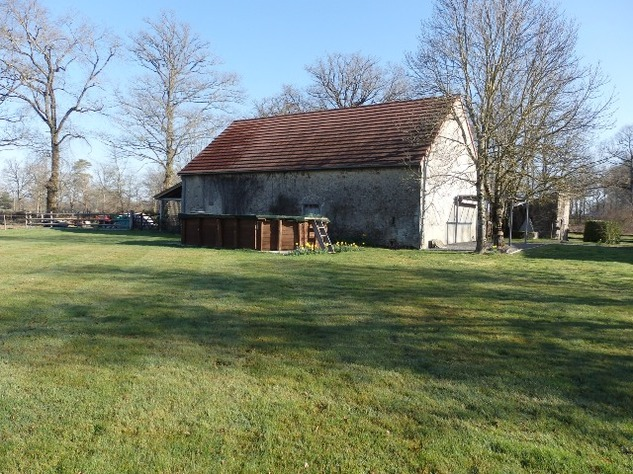 Well Renovated House in a Pleasant Hamlet – Barn/Workshop/Swimming Pool. 11406