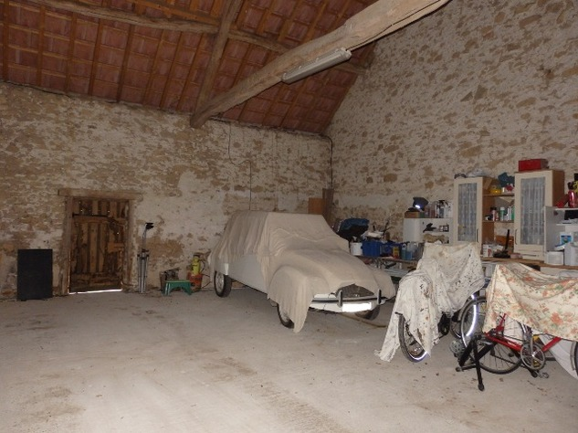 Well Renovated House in a Pleasant Hamlet – Barn/Workshop/Swimming Pool. 11409