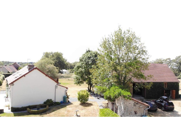 Well Renovated House in a Pleasant Hamlet – Barn/Workshop/Swimming Pool. 11412
