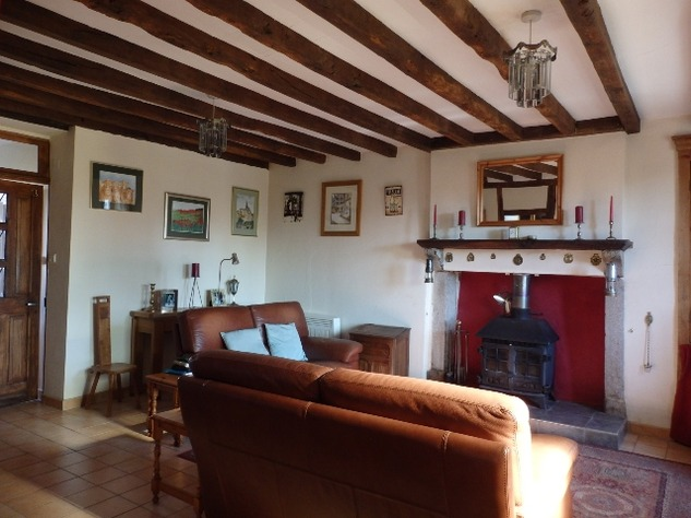 Well Renovated House in a Pleasant Hamlet – Barn/Workshop/Swimming Pool. 11394