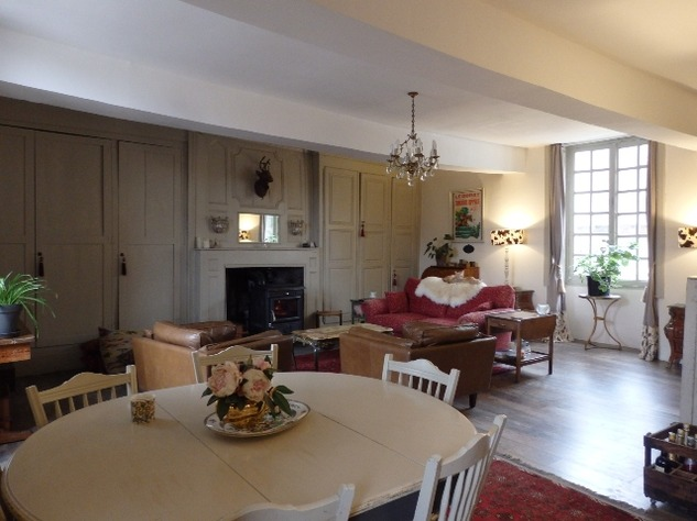 Exceptional Town House Lovingly Restored with Attention to Detail 11289