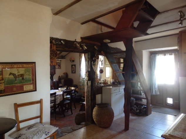 Charming, 2 Bedroom Charente Cottage with Attached Garden and Outbuildings 11452