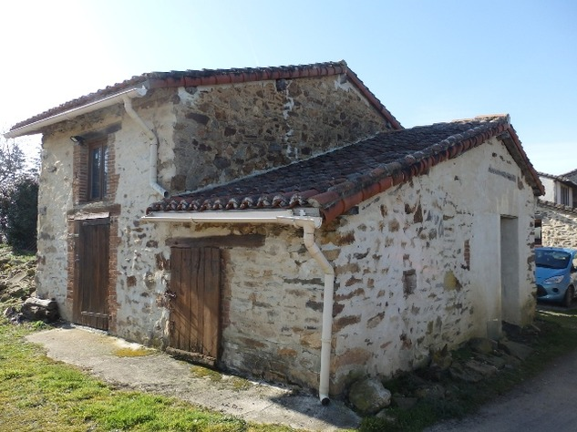 Charming, 2 Bedroom Charente Cottage with Attached Garden and Outbuildings 11437