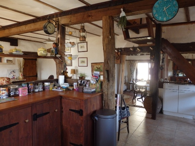 Charming, 2 Bedroom Charente Cottage with Attached Garden and Outbuildings 11455
