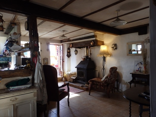 Charming, 2 Bedroom Charente Cottage with Attached Garden and Outbuildings 11458