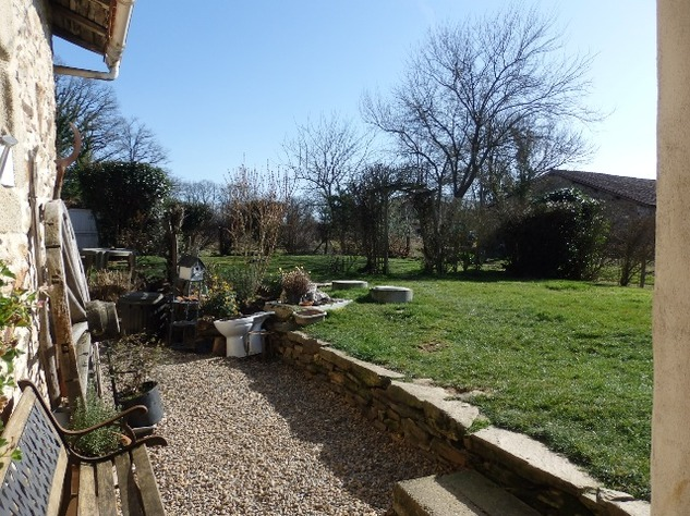 Charming, 2 Bedroom Charente Cottage with Attached Garden and Outbuildings 11459