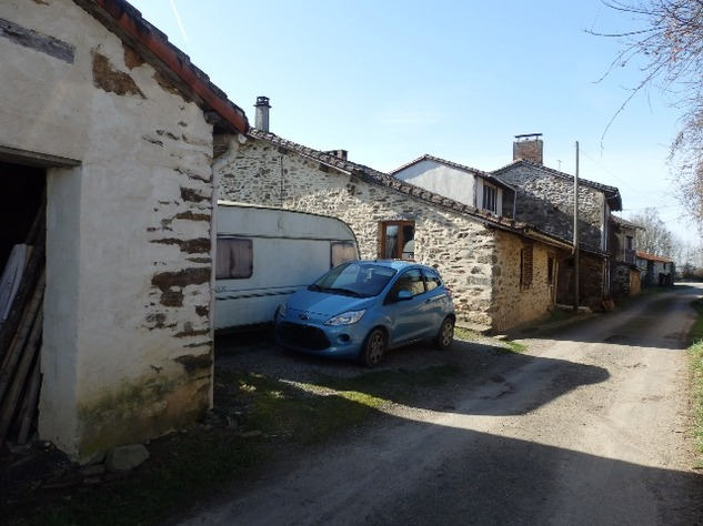 Charming, 2 Bedroom Charente Cottage with Attached Garden and Outbuildings 11461