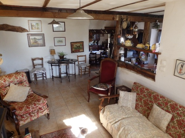 Charming, 2 Bedroom Charente Cottage with Attached Garden and Outbuildings 11439