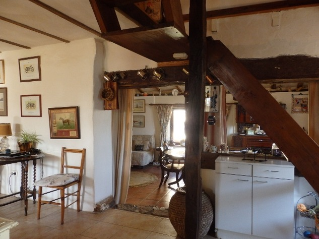 Charming, 2 Bedroom Charente Cottage with Attached Garden and Outbuildings 11440
