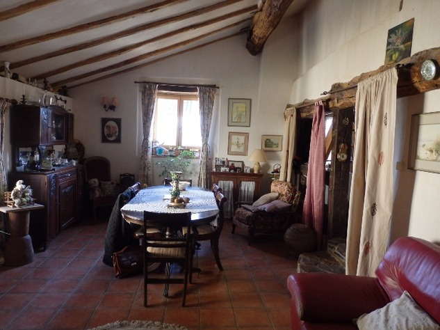 Charming, 2 Bedroom Charente Cottage with Attached Garden and Outbuildings 11441