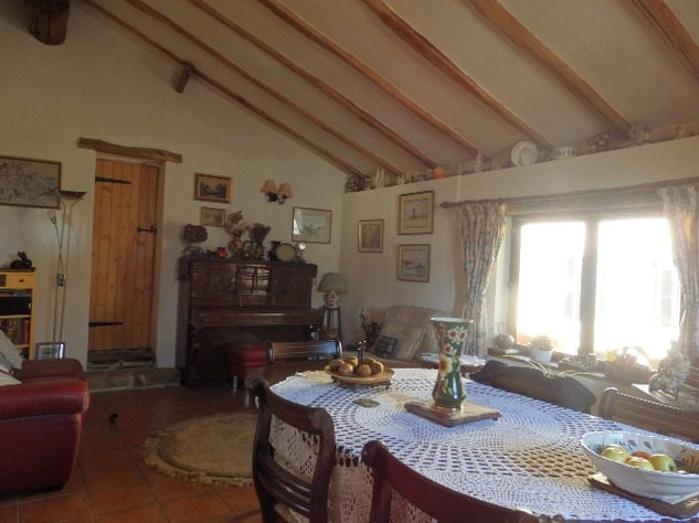 Charming, 2 Bedroom Charente Cottage with Attached Garden and Outbuildings 11442
