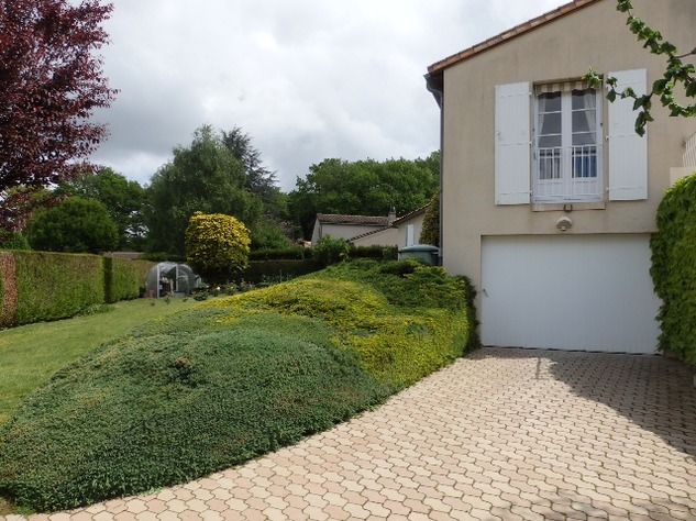 Exceptional Home with Guest Annexe and Pool in Civray-Vienne 12055