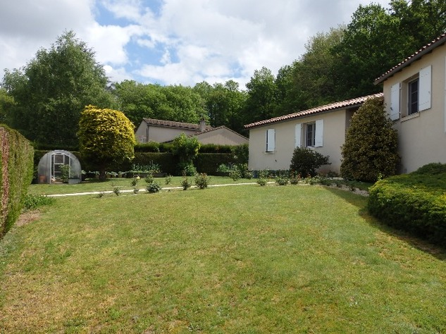 Exceptional Home with Guest Annexe and Pool in Civray-Vienne 12058