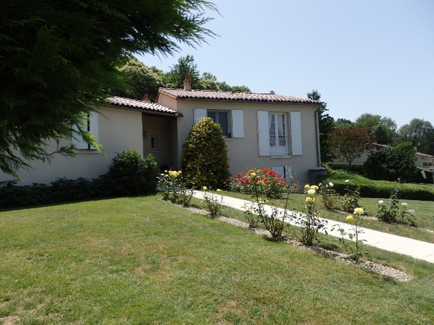 Exceptional Home with Guest Annexe and Pool in Civray-Vienne 12447