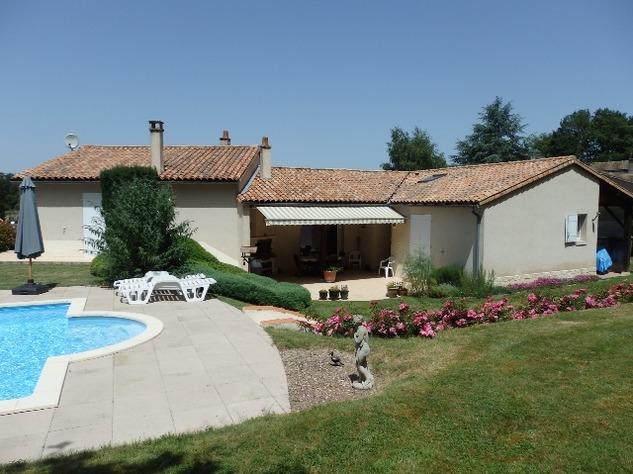 Exceptional Home with Guest Annexe and Pool in Civray-Vienne 12453