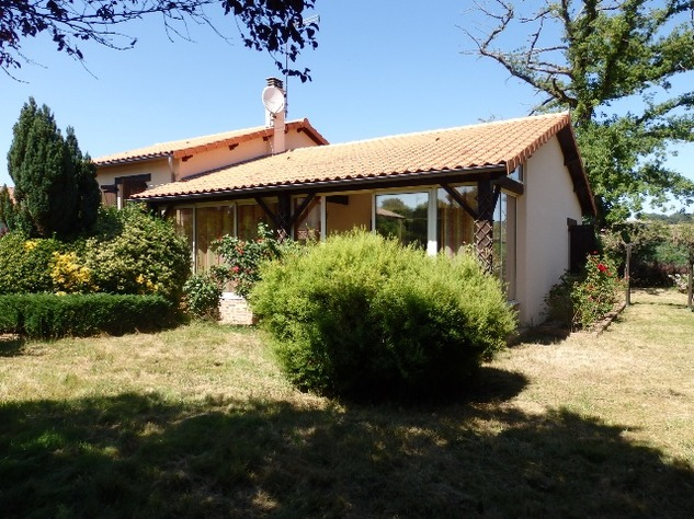 House with Beautiful Views in Availles-Limouzine - Vienne 12793