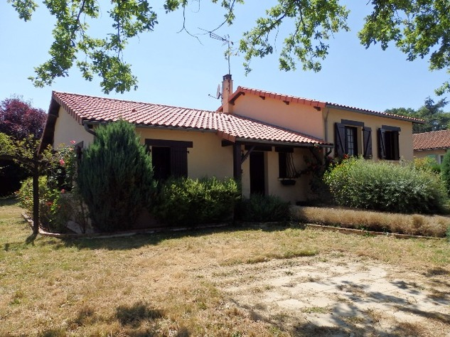 House with Beautiful Views in Availles-Limouzine - Vienne 12815