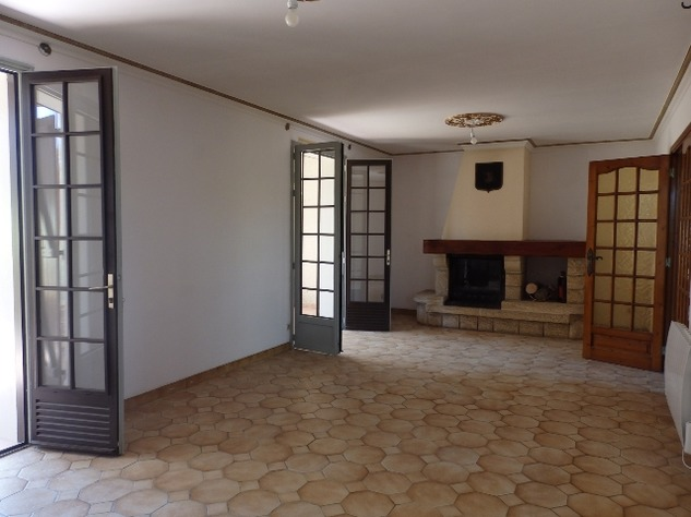 House with Beautiful Views in Availles-Limouzine - Vienne 12800