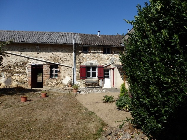 Excellent Farmhouse Close to Bussière-Poitevine in the Haute Vienne 13190
