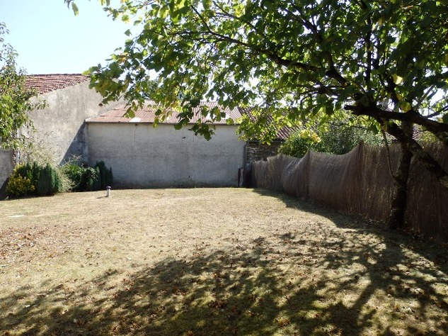 Excellent Farmhouse Close to Bussière-Poitevine in the Haute Vienne 13192