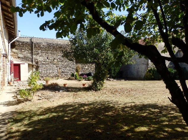 Excellent Farmhouse Close to Bussière-Poitevine in the Haute Vienne 13181