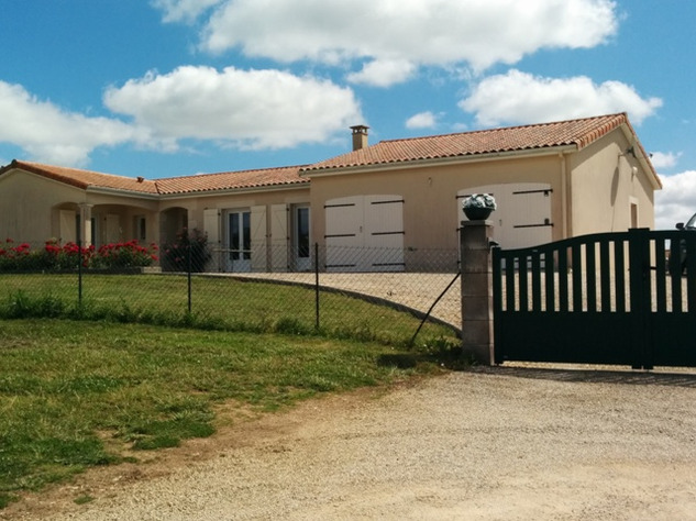 Immaculate Retreat on 1Ha of Land Near Charroux in the Vienne 14136
