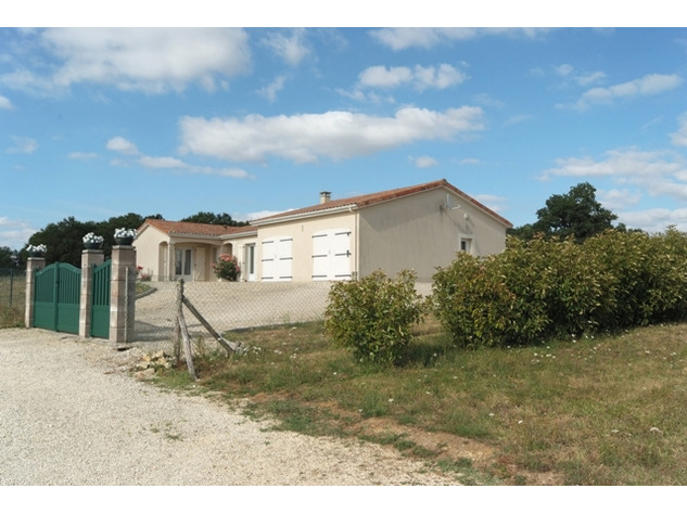 Immaculate Retreat on 1Ha of Land Near Charroux in the Vienne 14152