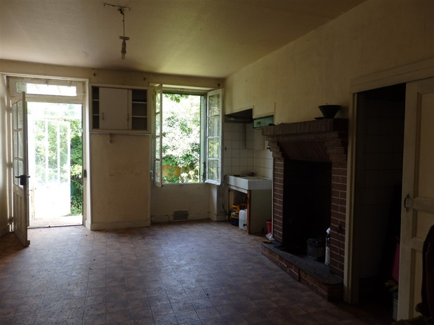 House to Renovate near Bellac in the Haute Vienne 14517