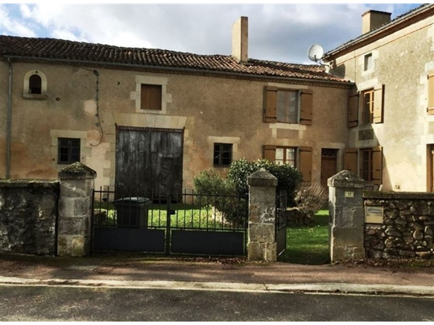 Spacious, Stone Village House for Sale in Luchapt - Vienne 14199